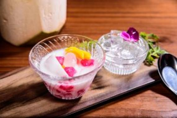 椰汁石榴子 ($38) Ruby with coconut milk (Tab Tim Grob)