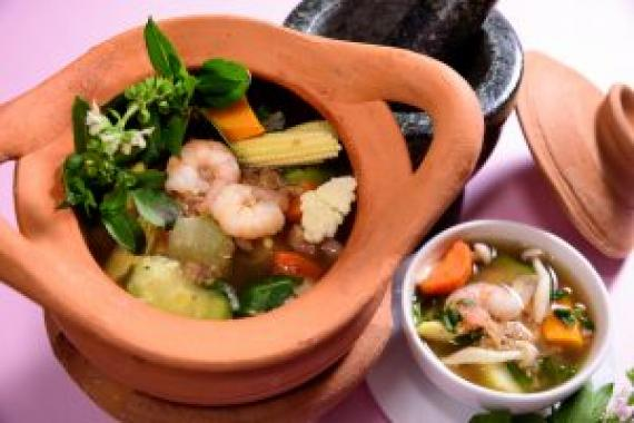 鏡靚($148) Thai Peppery Spicy Vegetables Soup with Shrimp Pate(Kaeng Liang)