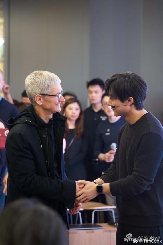 "庫克在""Today at Apple"""
