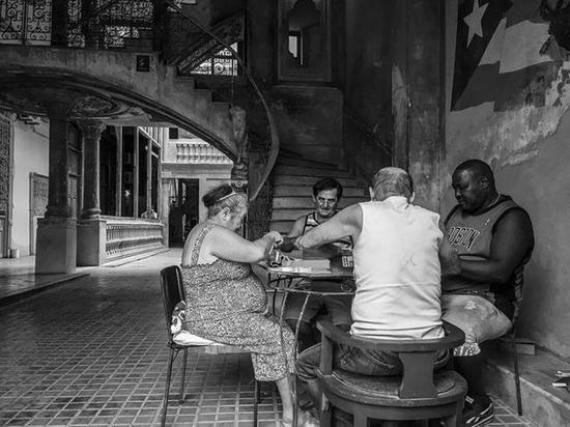 ▲ 人物類二等獎 Dominoes in Havana,Christine L。 Mace,iPhone SE