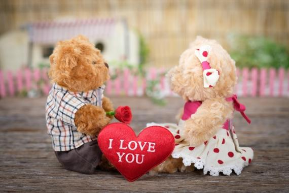 photo-of-teddy-bears-sitting-on-wood-1028725.jpg
