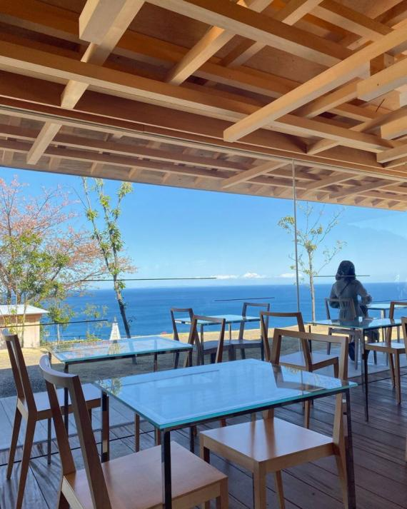伊豆熱海海景cafe Akaohabu  Rose Garden Coeda House 懸崖鞦韆 屋形戶外座位
